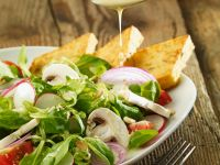 Salat mit Tomaten, Pilzen und Kichererbsenbratlingen Rezept