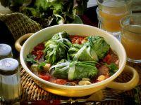 Salatrouladen mit Füllung und Lauch-Tomaten-Gemüse Rezept