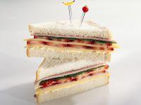 Sandwich mit Käse, Schinken und Erdbeeren Rezept