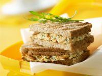 Sandwich mit Ricotta-Pinienkern-Creme