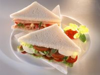 Sandwich mit Schinken, Tomate, Mozzarella Rezept
