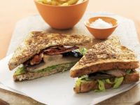 Sandwich mit Speck, Tomate, Salat und Champignons Rezept