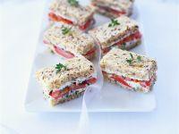 Sandwiches mit Tomate und Frischkäse Rezept