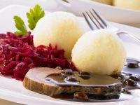 Sauerbraten auf rheinische Art mit Kartoffelknödel und Rotkraut Rezept