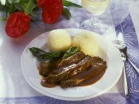 Sauerbraten mit Kartoffelknödeln Rezept