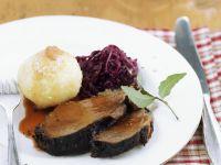 Sauerbraten vom Ochsen mit Rotkohl und Knödeln Rezept