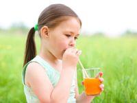 Schadstoffe in Getränken sind besonders riskant für Kinder