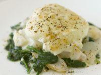 Schellfisch mit Spinat und pochiertem Ei Rezept