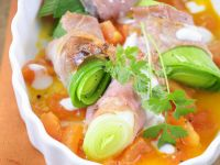 Schinken-Porree-Rouladen mit Tomatensoße Rezept