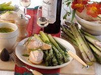 Schinkencreme auf Baguette mit Spargel Rezept