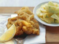 Schnitzel nach Wiener Art mit Kartoffelsalat Rezept