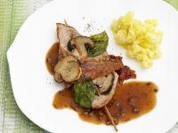 Schnitzel vom Kalb mit Pilzen, Speck und Basilikum Rezept