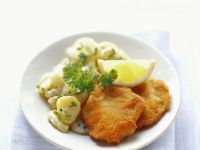 "Schnitzel ""Wiener Art"" mit Kartoffelsalat Rezept"