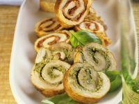 Schnitzelröllchen mit Pesto oder pikanter Salami Rezept