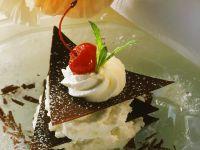 Schoko-Sahne-Törtchen (mit Schokoladenblättern) Rezept