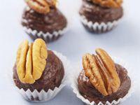 Schokoladen-Buttercreme-Pralinen mit Pekannüssen Rezept