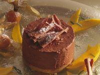 Schokoladenflan mit Mango und Physalis Rezept