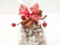 Schokoladenwürfel mit Kirschen und Nüssen Rezept