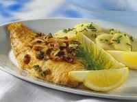 Schollenfilet mit Speck dazu Kartoffelsalat Rezept