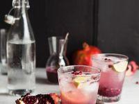 Schorle mit Granatapfelkernen