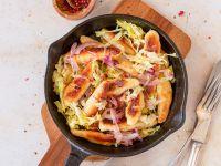 Schupfnudeln mit gebratenem Spitzkohl und roten Zwiebeln Rezept