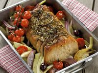 Schweinebraten auf italienische Art mit Gemüse und Kräutern Rezept