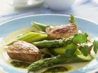 Schweinefilets mit Salsa verde und grünem Spargel Rezept