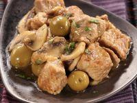 Schweinefleisch mit Oliven und Champignons Rezept