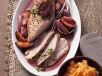 Schweinefleisch mit Zweschgenkompott und Kürbisstampf Rezept