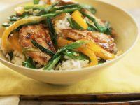 Schweinefleischpfanne mit Paprika und Zuckerschoten dazu Reis Rezept