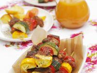 Schweinefleischspieße mit buntem Gemüse Rezept