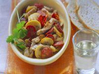 Schweinegeschnetzeltes mit Wurst und Pilzen Rezept