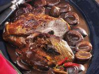 Schweinekamm mit scharfer Zwetschgen-Schokoladensoße Rezept