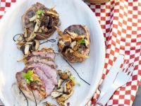 Schweinenackensteak vom Grill mit Pilzen Rezept