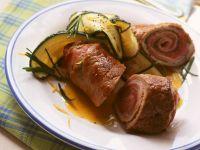 Schweineröllchen mit Schinken und Zucchini Rezept
