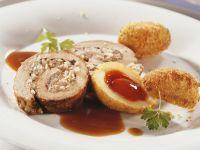 Schweinerollbraten und Kartoffeln mit Hagebutten-Füllung Rezept