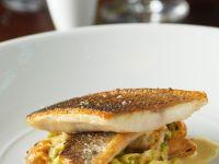 Seebarsch auf Muschel-Pasta mit Lauch Rezept