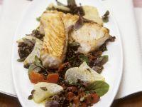 Seelachsfilet mit Kohlrabi und Beluga-Linsen Rezept
