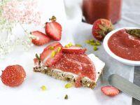 Selbstgemachte Erdbeer-Rhabarber-Marmelade mit Chia