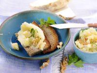 Sellerie-Walnuss-Creme auf Brot