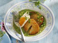 Sellerieschnitzel mit gebratenem Ei auf Erbsenpüree Rezept