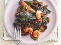 Sepia-Tagliatelle mit Shrimps Rezept