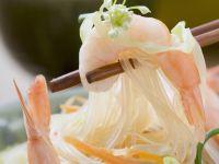 Shrimps-Glasnudel-Salat mit Erdnüssen