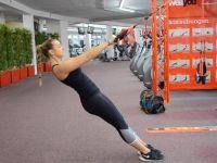 Rückentraining: Rudern am Slingtrainer