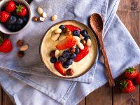 Smoothie Bowl mit Mango, Nüssen und griechischem Joghurt Rezept