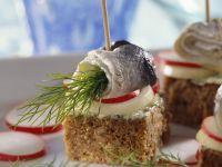 Smorrebrod-Häppchen mit Hering Rezept