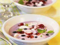 Sojacreme mit Kirschen und Heidelbeeren Rezept