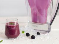 Sommerlicher Smoothie mit Brombeeren und Pfirsichen Rezept