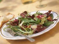 Sommersalat mit Pekannüssen und Parmesan Rezept