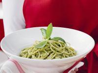 Spaghetti mit grünem Pesto Rezept